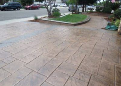 picture of a stamped concrete driveway yorba linda
